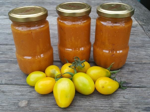 Yellow tomato paste