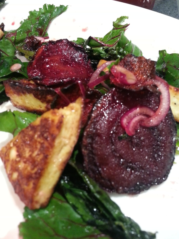 Beetroot salad with halloumi cheese