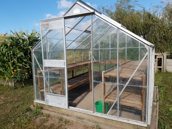 Glasshouse shelving
