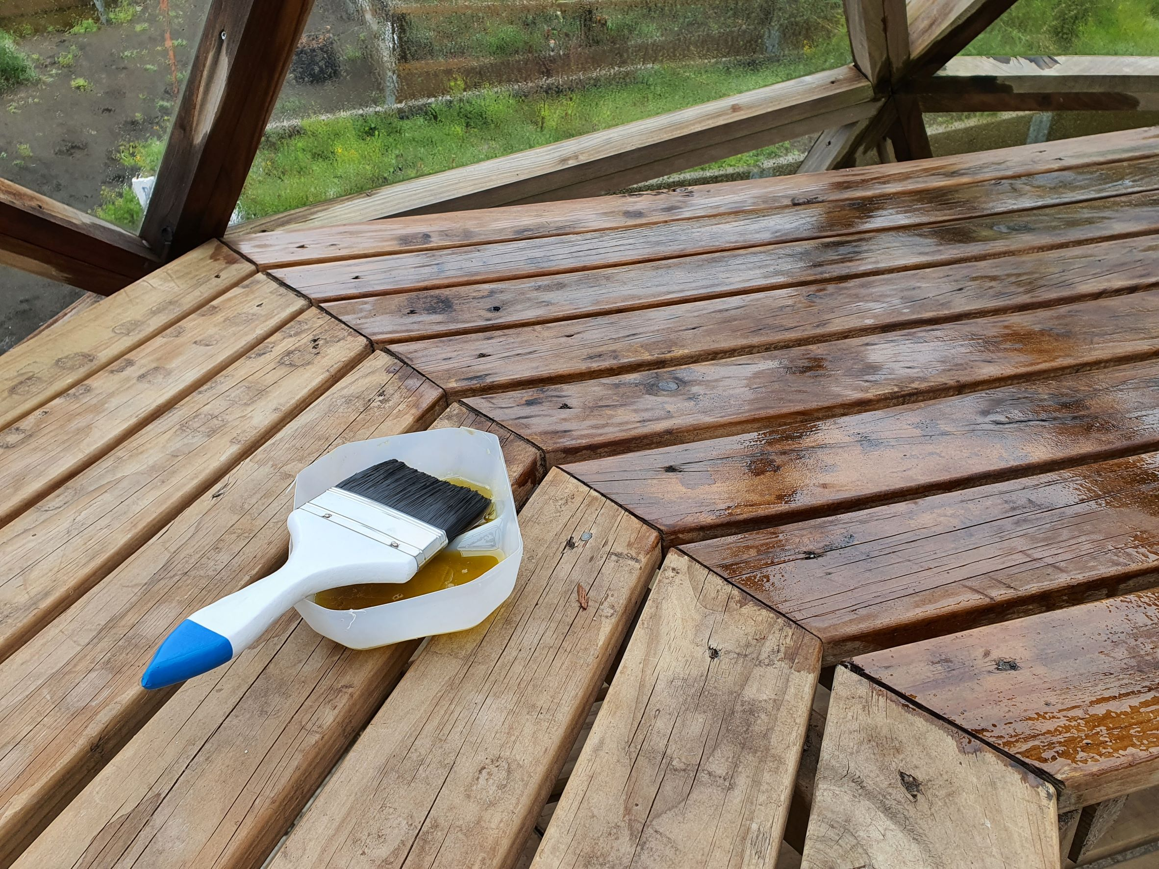 Linseed oil on greenhouse shelves